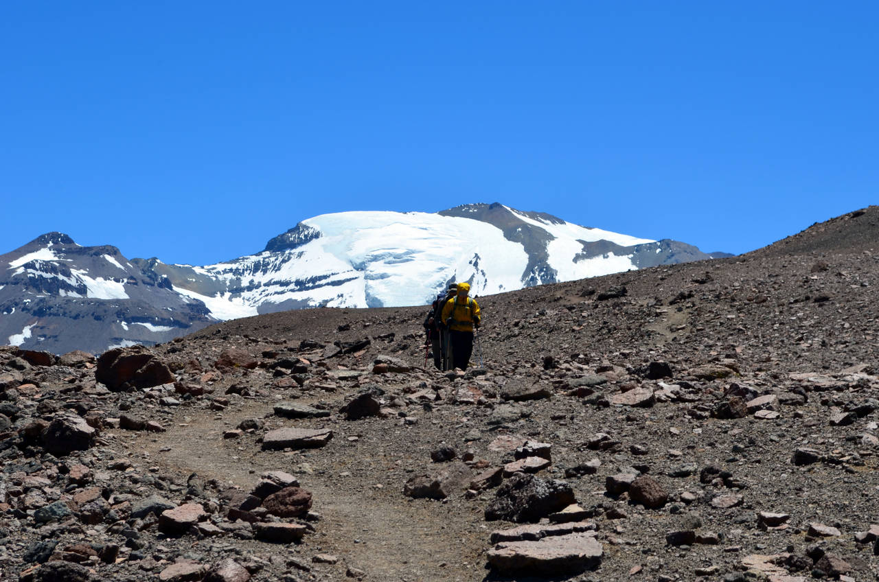 The path at 13.000 ft with Plomo Mount and glacier